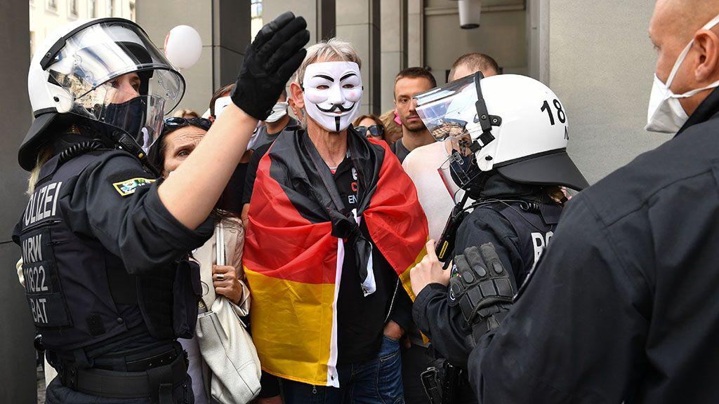 Berlinben csak maszkban lehet tüntetni a maszkviselés ellen