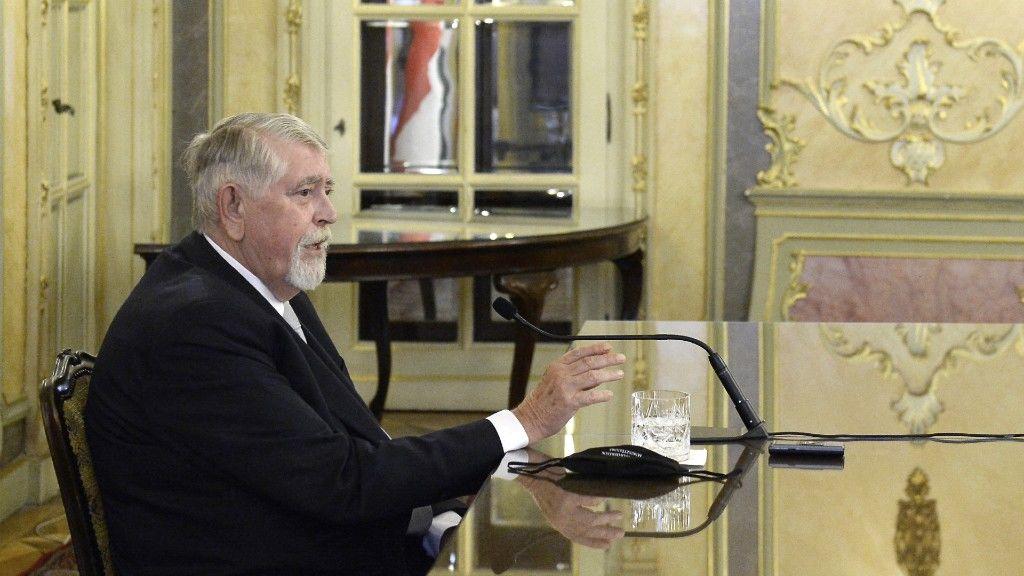 Kásler Miklós sajtótájékoztatót tart (fotó: MTI/Soós Lajos)