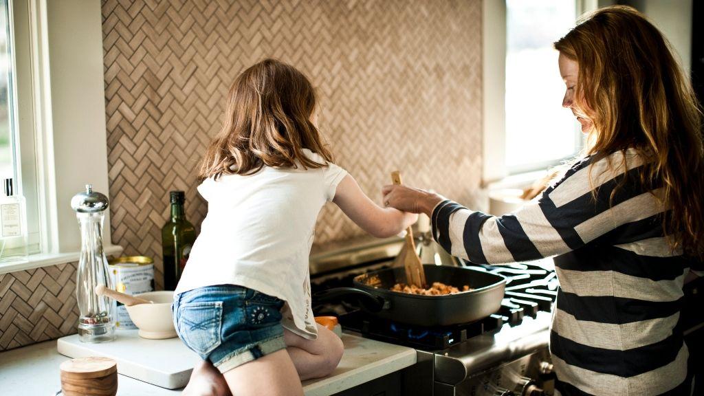Mítoszok és tévhitek az egyedülálló anyákról