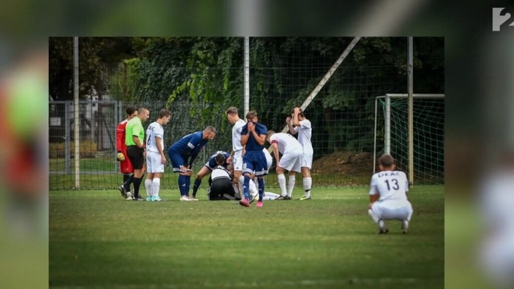 Összeesett meccs közben egy focista a pályán Debrecenben, miután fejbe rúgták