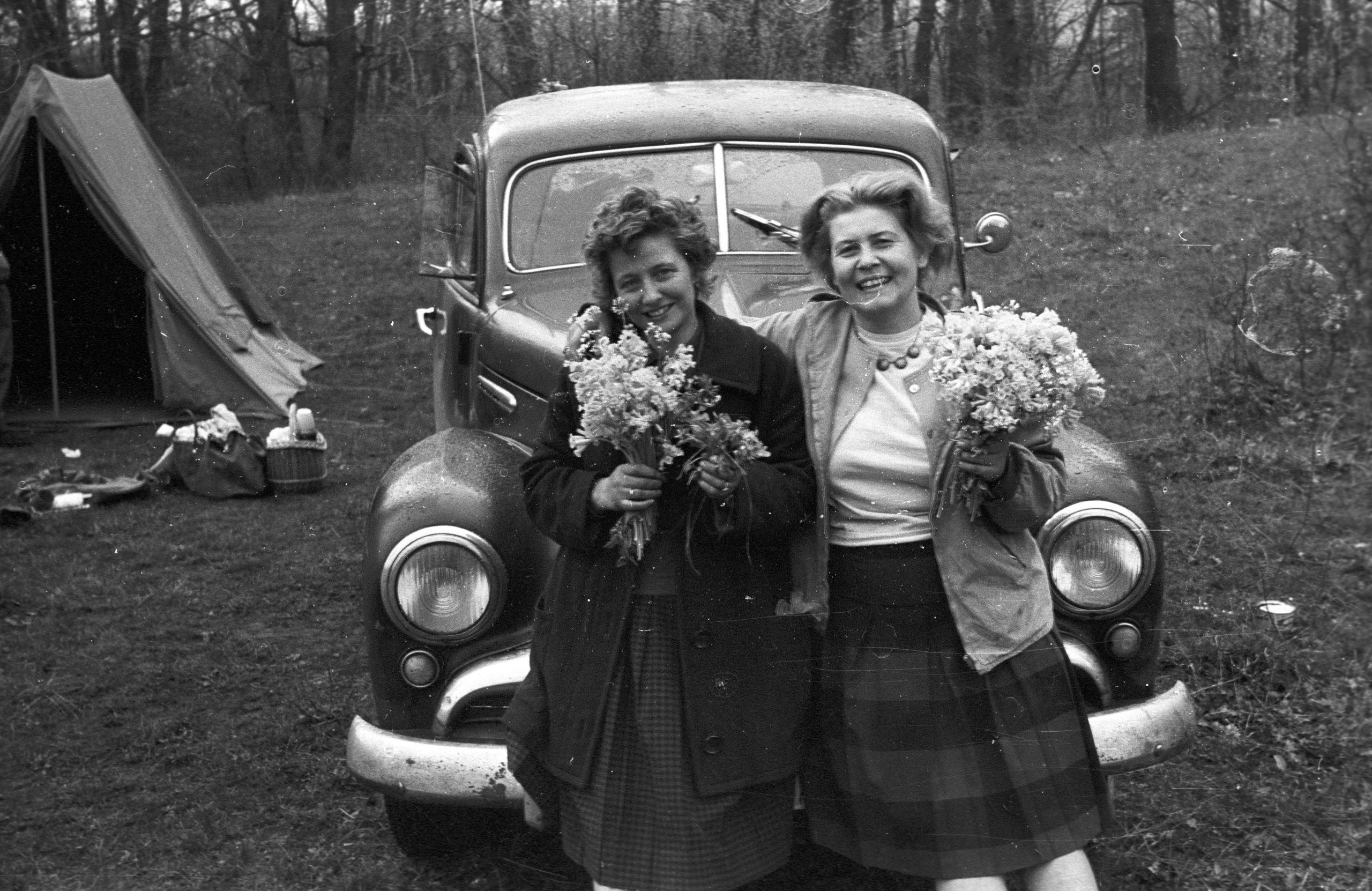 Asszonyok virággal a 60-as években