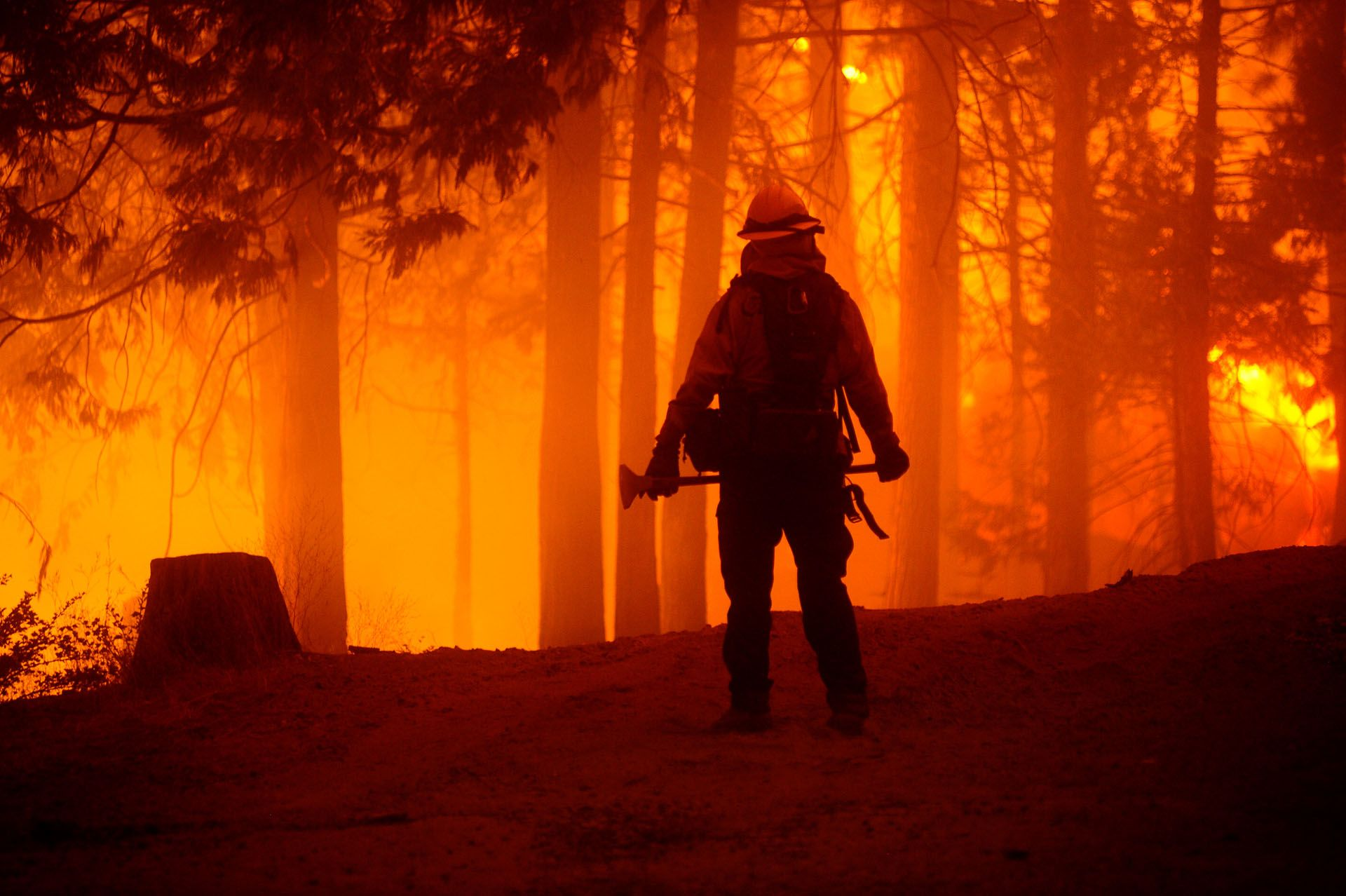 Kaliforniában története legnagyobb tűzvésze pusztít