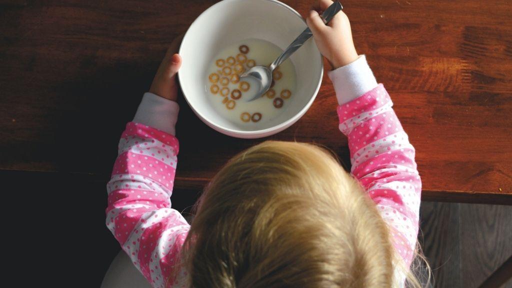 A válogatós gyerekek néha hetekig egy ételt esznek meg csak