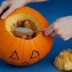Mutatjuk, hogyan kell tököt faragni halloweenre