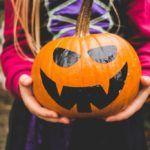 Így faragd ki a halloweeni tököt