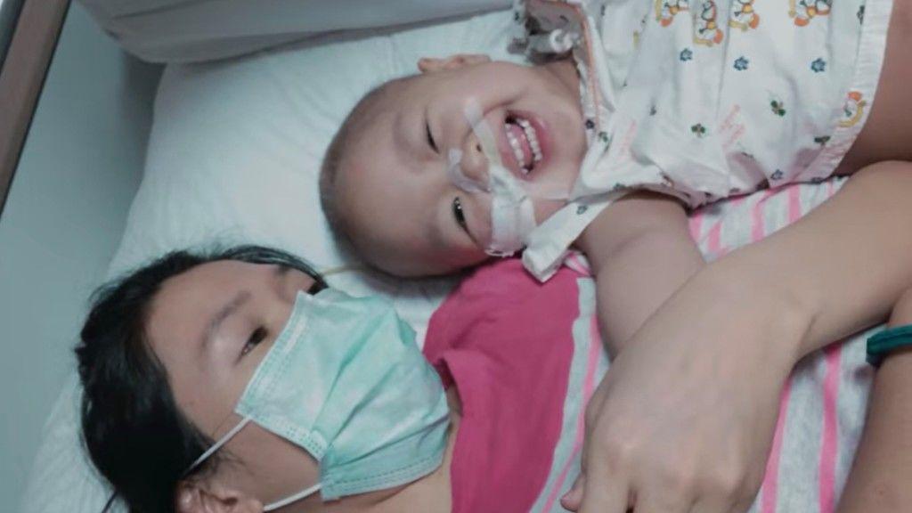 Einz és édesanyja a Megdermedt remény című dokumentumfilmben (fotó: Netflix)