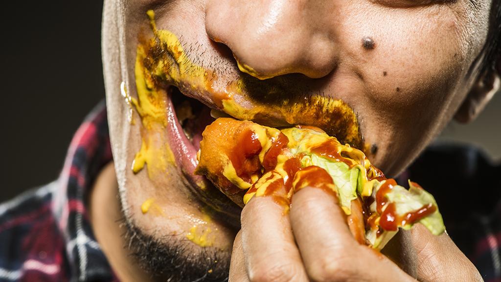 Ingyen van a 3 kilós hot dog, annak, aki meg bírja enni