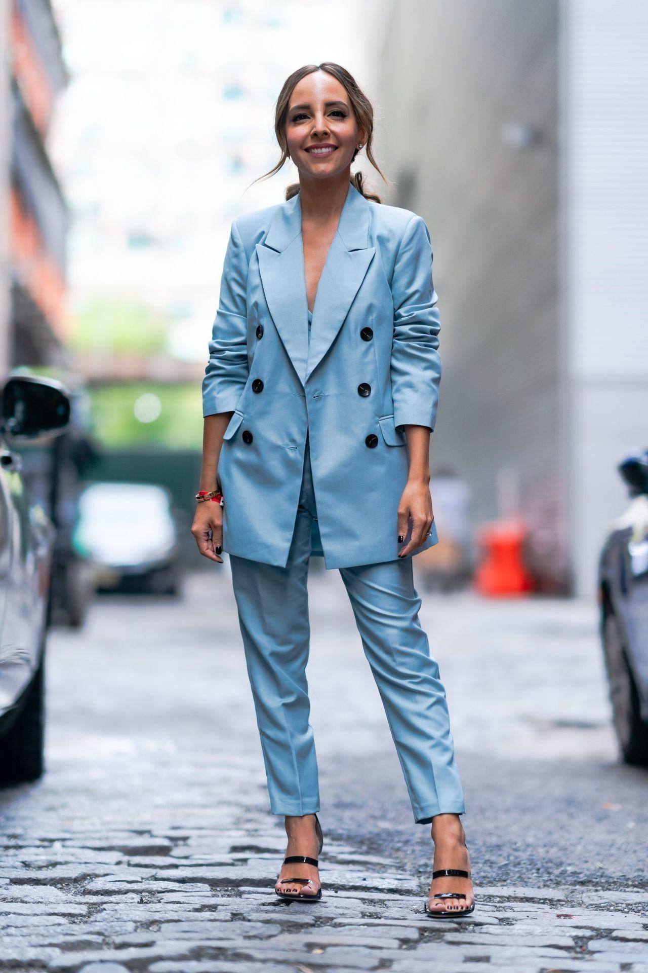 kék nadrágkosztüm