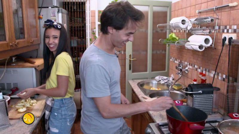 Jó hangulatban zajlott a közös főzés - Forrás: LifeTV / Vacsorakirály - videó