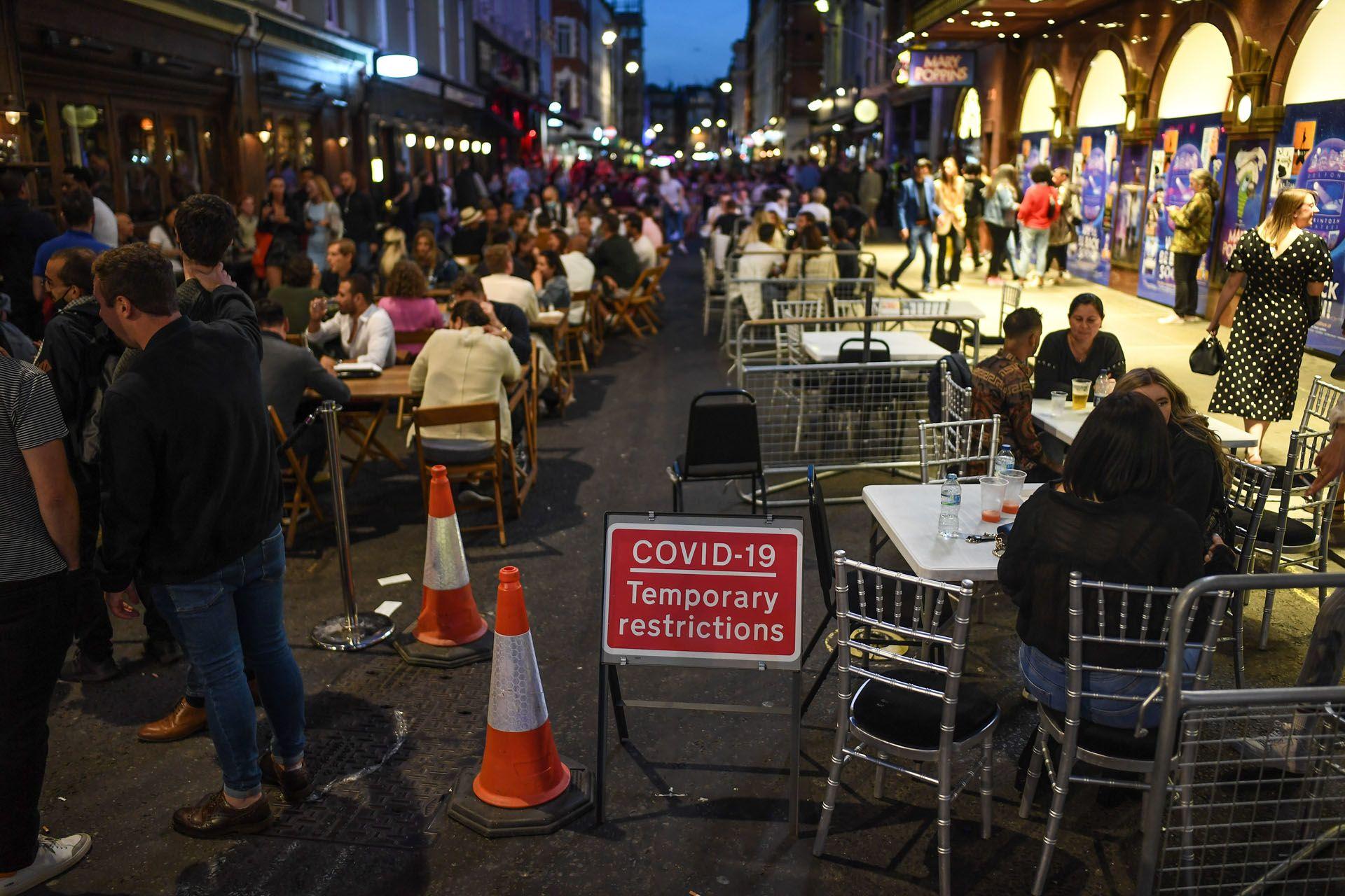 Megteltek az éttermek is Londonban az előestén (Fotó: Peter Summers/Getty Images)
