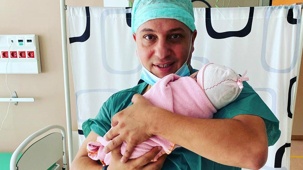 L. L. Junior kislánya megszületett