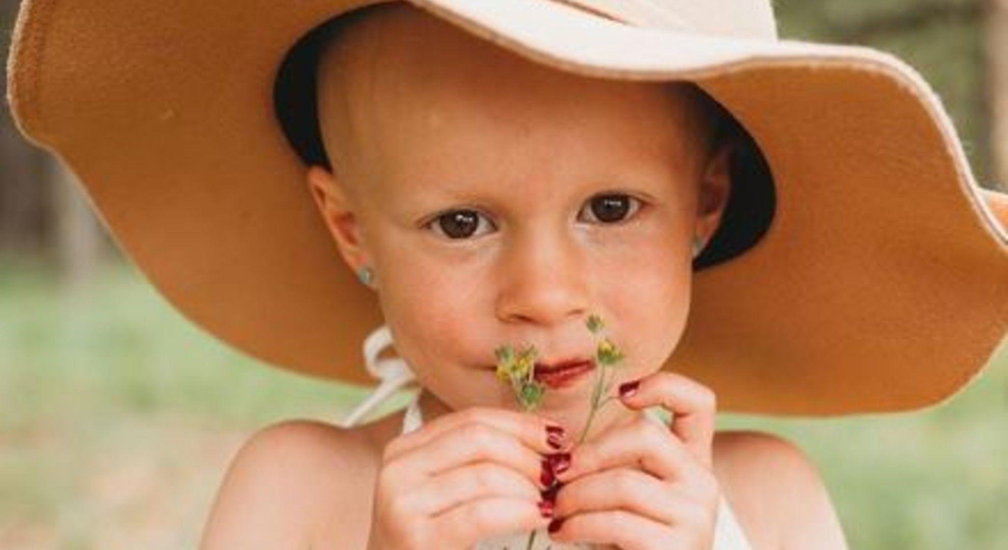 Csodaszép képekkel ünnepli a négyéves hogy rákmentes.