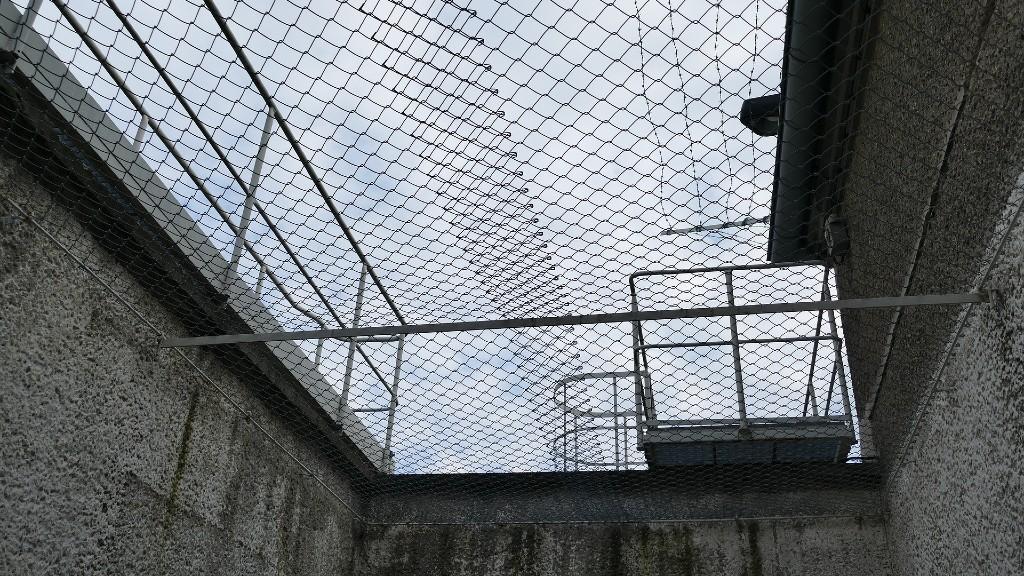 A börtön udvarán (fotó: Pixabay)