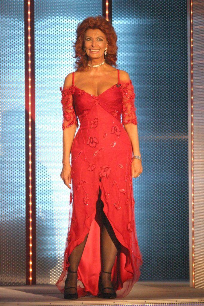 Sophia Loren pirosban