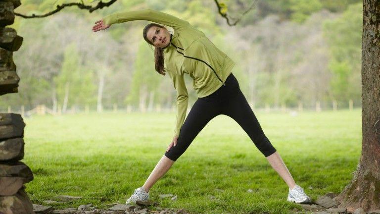 A nyújtást még mindig sokan az edzés bevezető lépésének gondolják. Tévednek, hiszen sokkal hasznosabb ez a gyakorlat az edzés után, levezetésként. (fotó: profimedia.hu)
