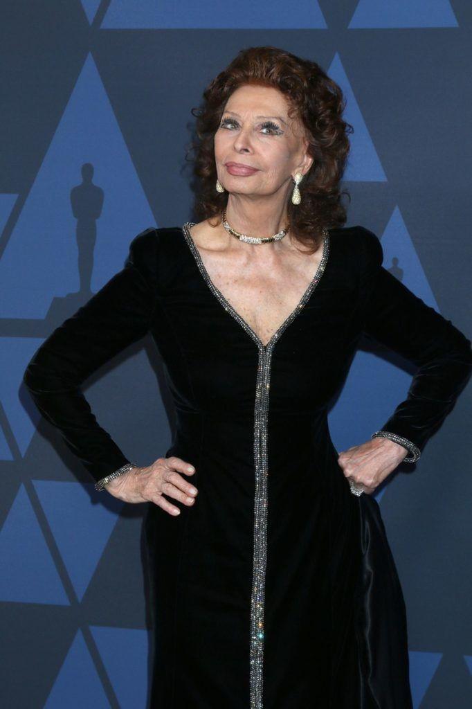Sophia Loren feketében