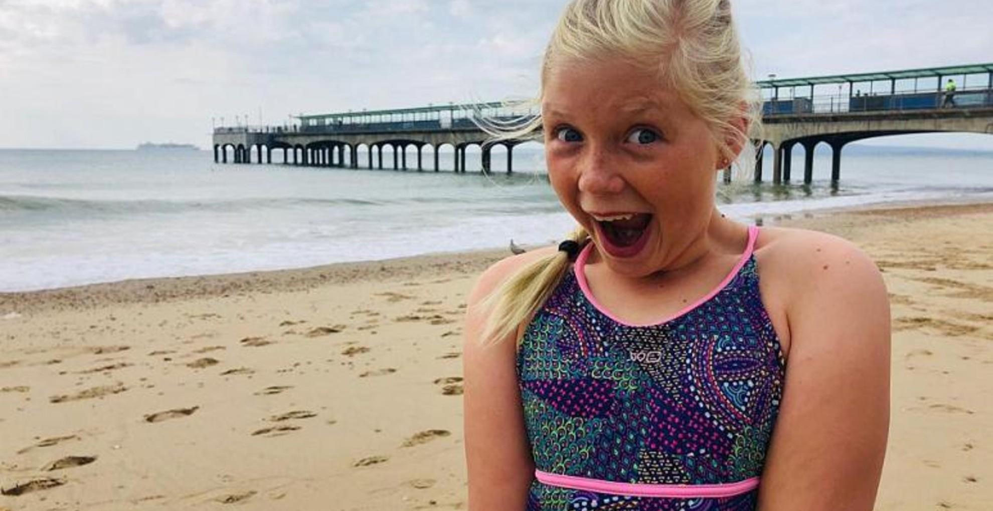 Védőruha nélkül úszott a kedvenc állataiért a 11 éves