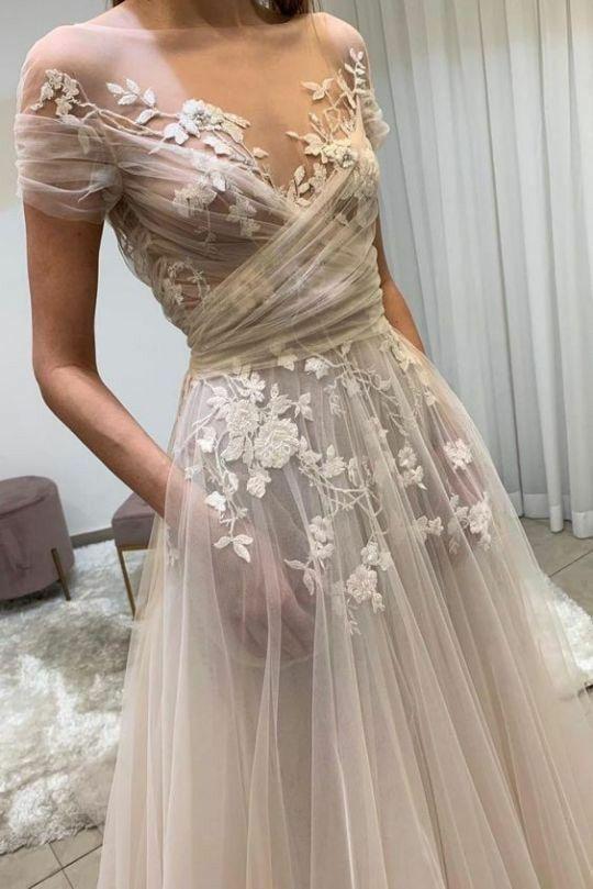 Átlátszó menyasszonyi ruha