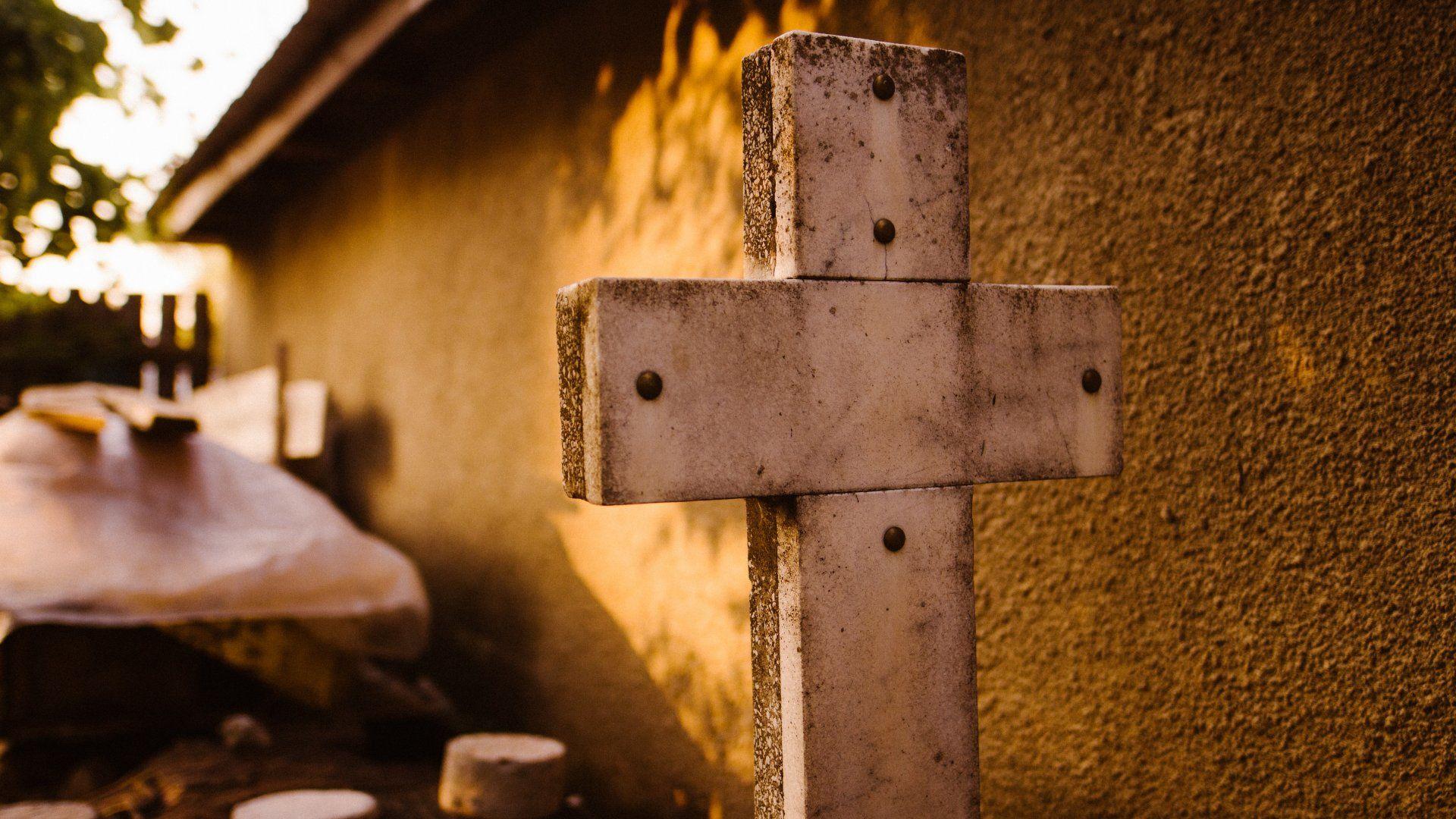 Kereszt egy temetőben