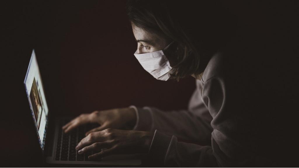 szorongás hipochondria maszk borító