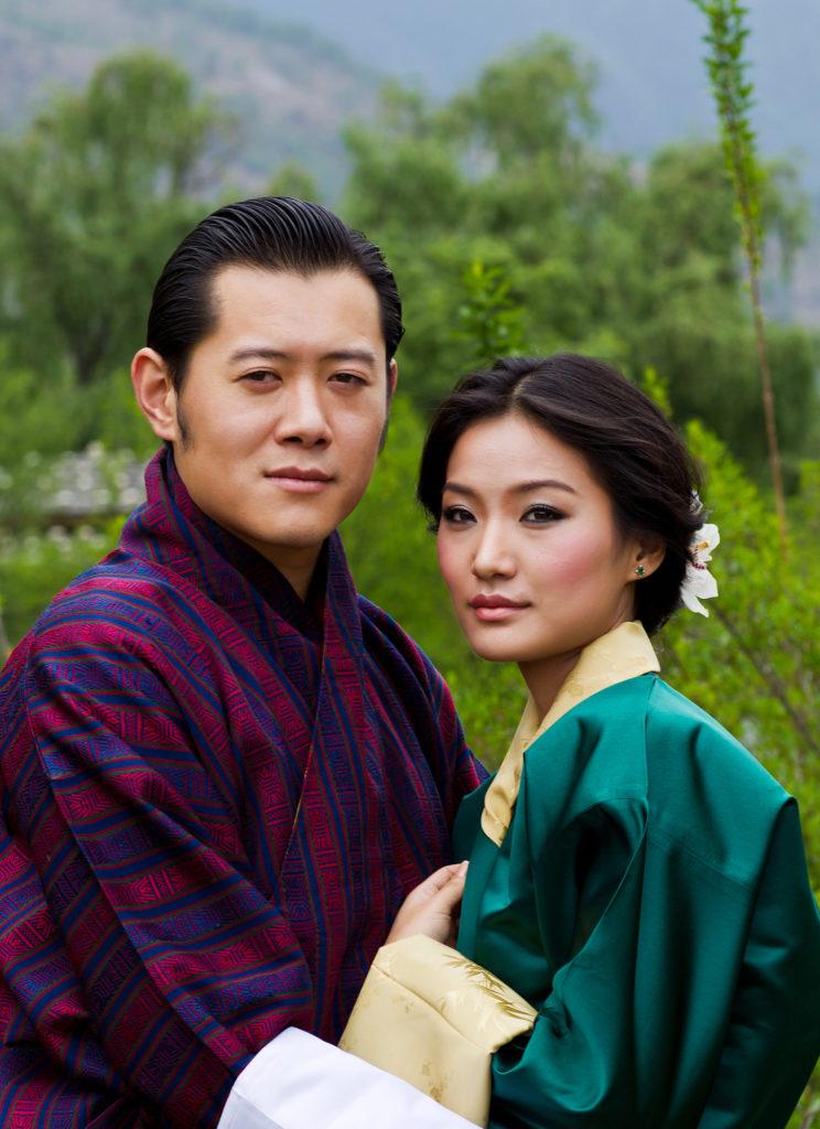Szerelemből áttért az egynejűségre a bhutáni király