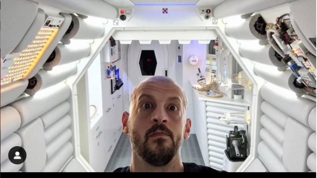 Alien múzeumot rendezett be saját lakásában a férfi