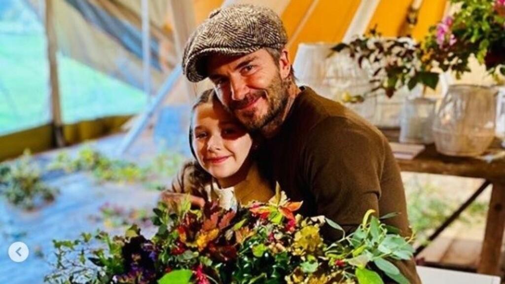 Victoria Beckham teljesen kiakasztotta követőit egy Insta fotóval David Beckhamről és Harperről