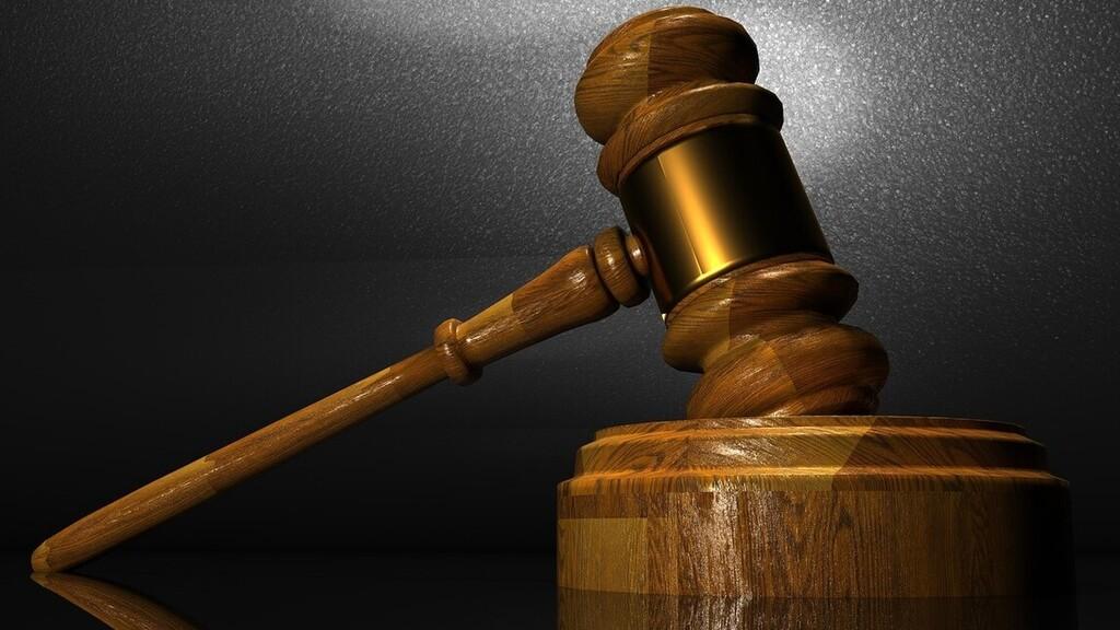 Beperelte szüleit a 41 éves ügyvéd, mert szerinte nem adnak neki elég pénzt