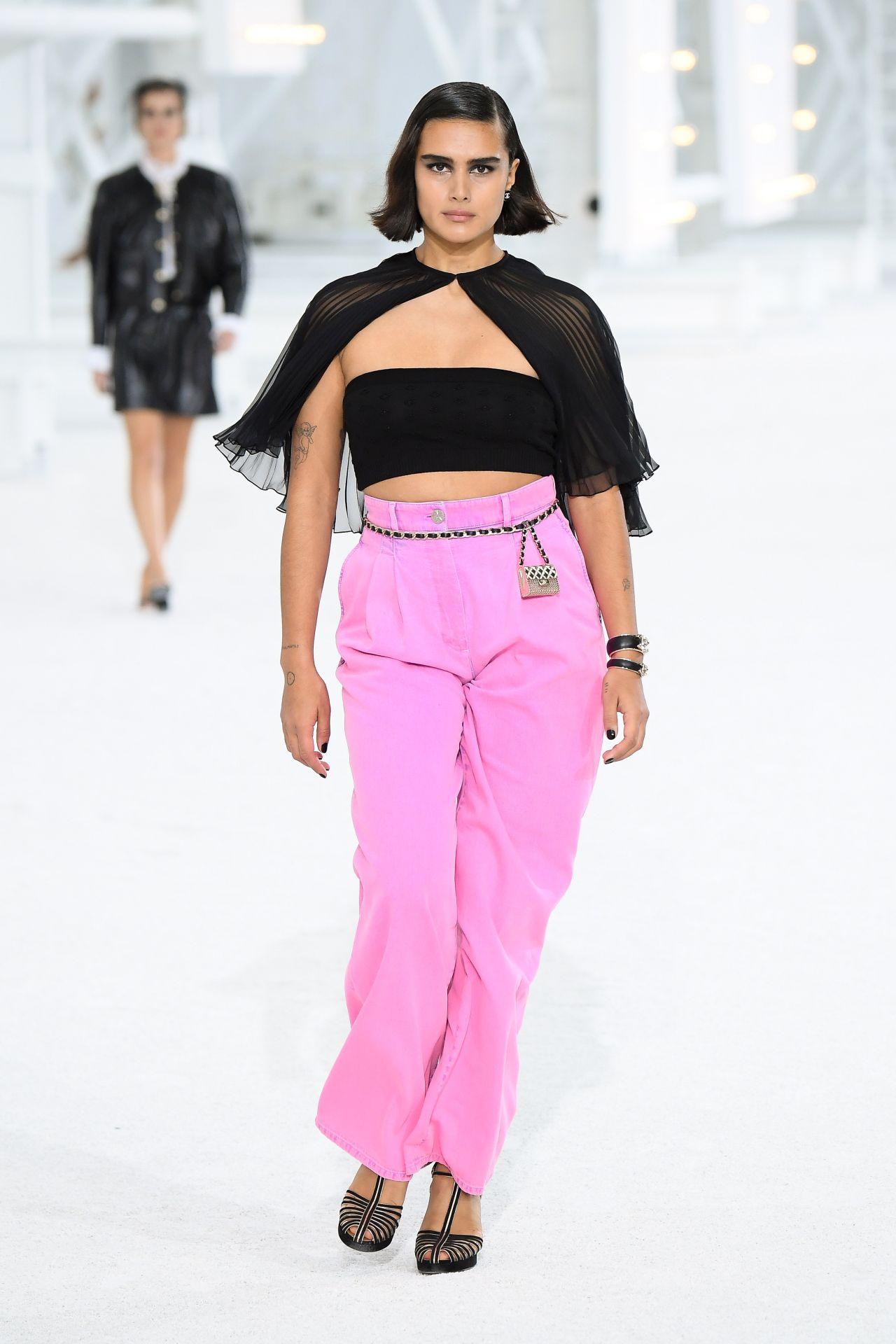 bő szabású nadrág Chanel