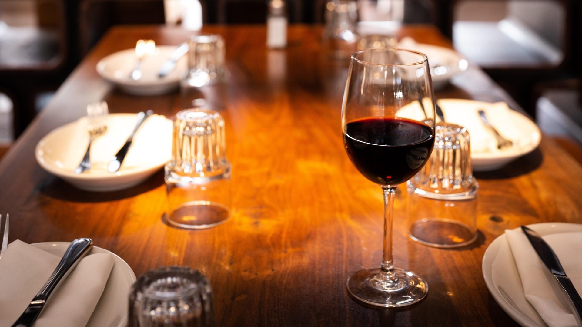 Vörösbor az étteremben