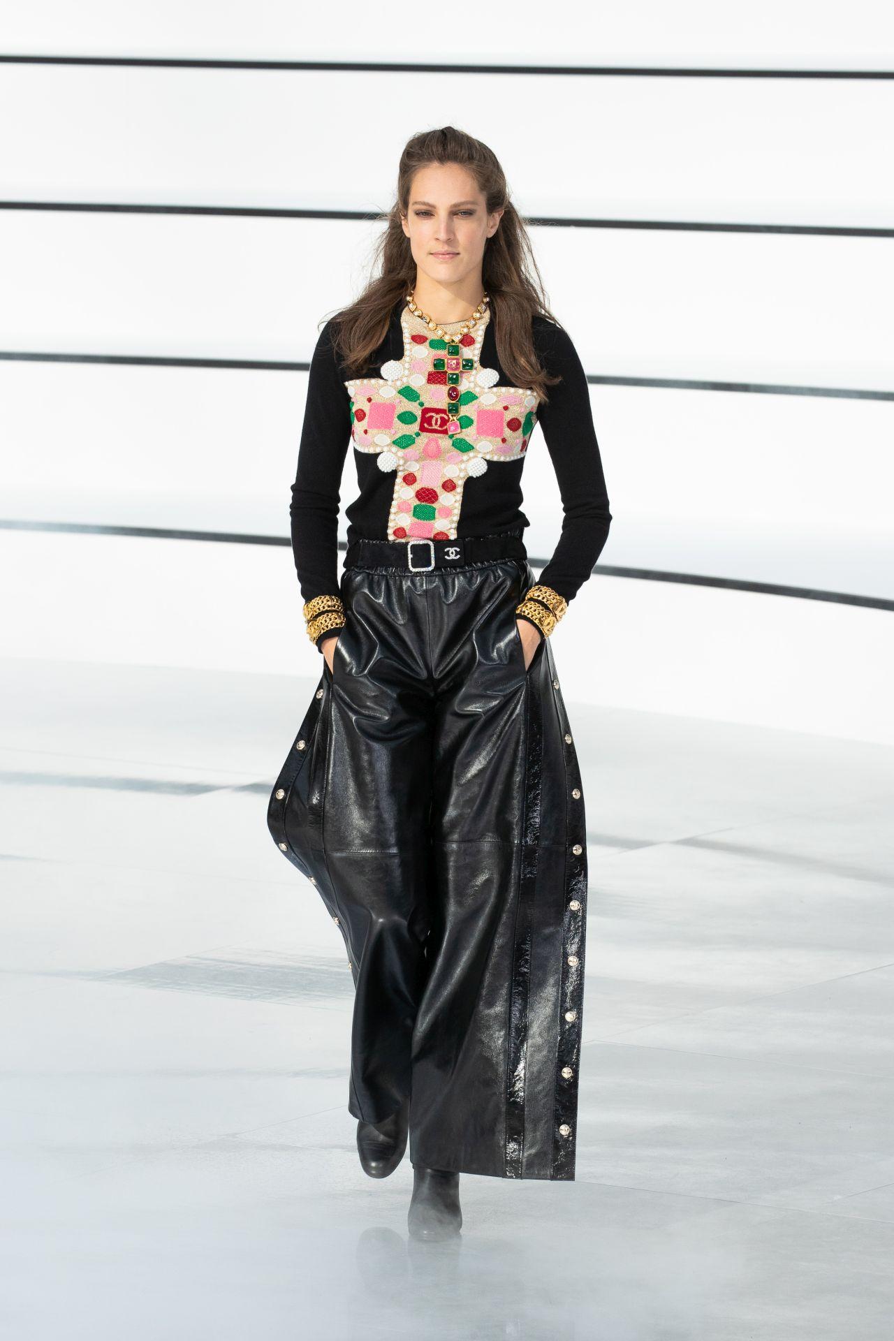 bőrruha Chanel