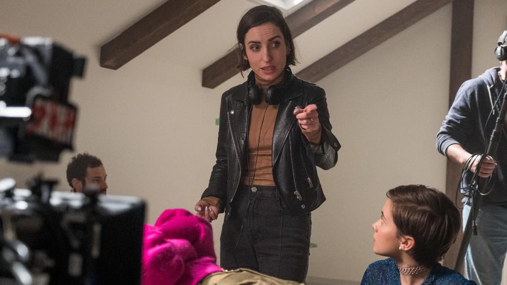 Zoe Lister-Jones a Bűvölet: Az örökség forgatásán instruál (fotó: InterCom)