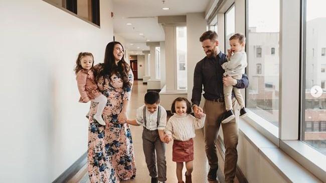 3 év alatt 9 gyerekkel bővült a családjuk.