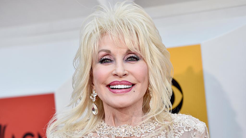 Dolly Parton 75 évesen térhet vissza a playboyba