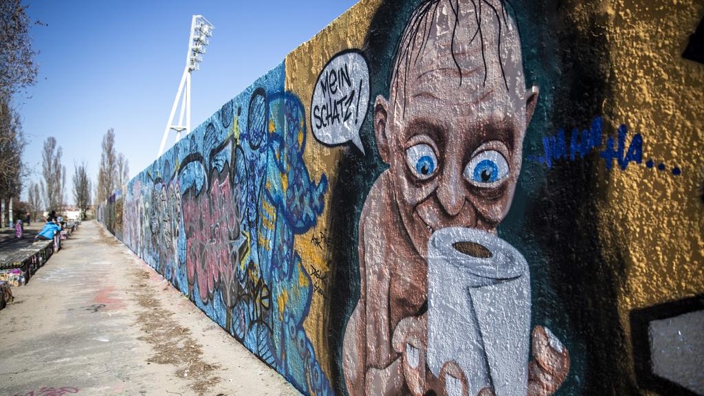 Koronavírusos street art Berlinben