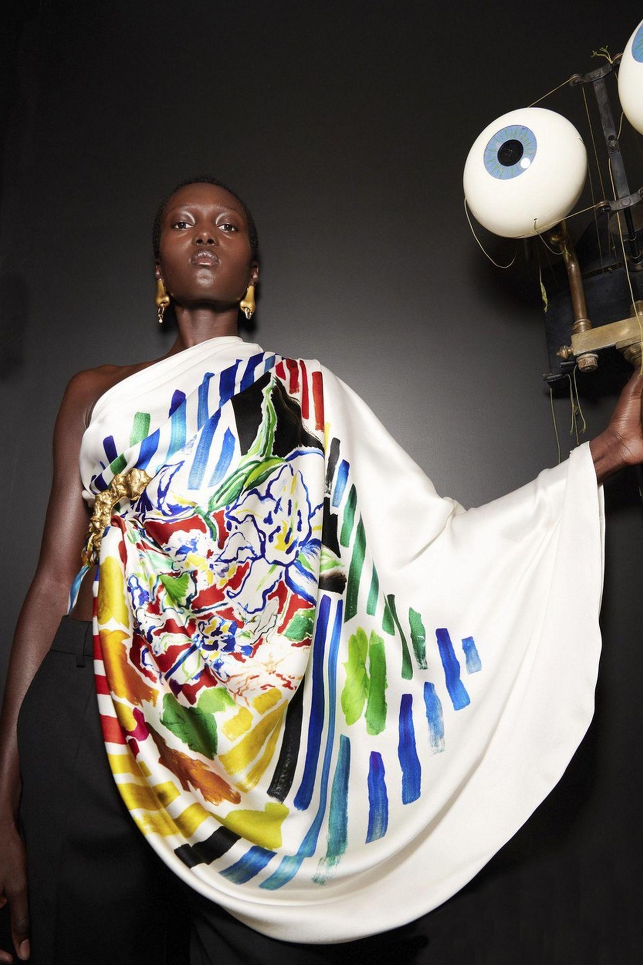 élénk mintás ruha Schiaparelli
