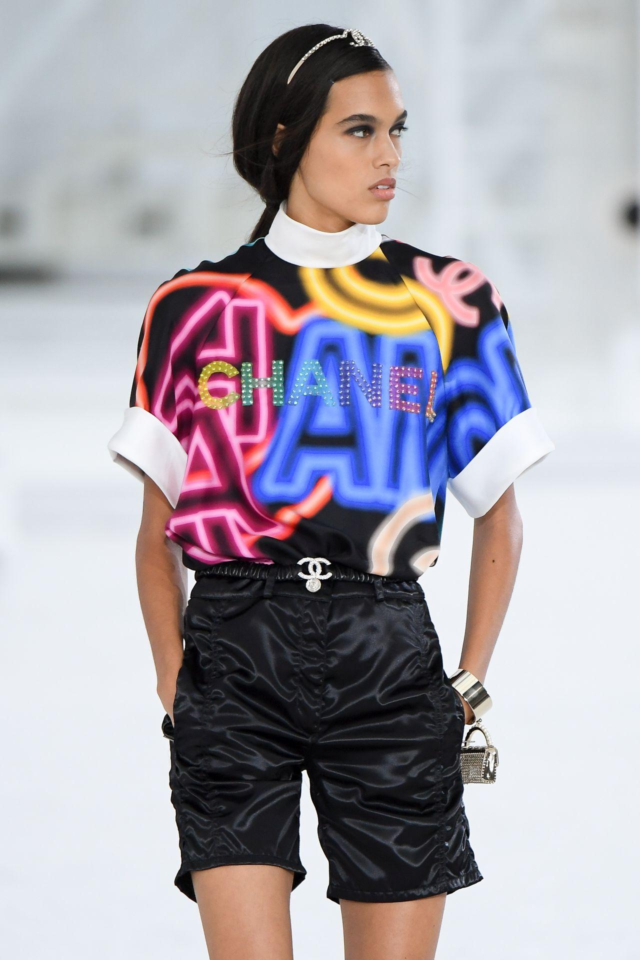 élénk mintás ruha Chanel