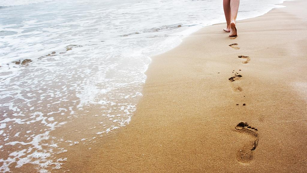 Egy anya történetéről mesélnek az őskori lábnyomok
