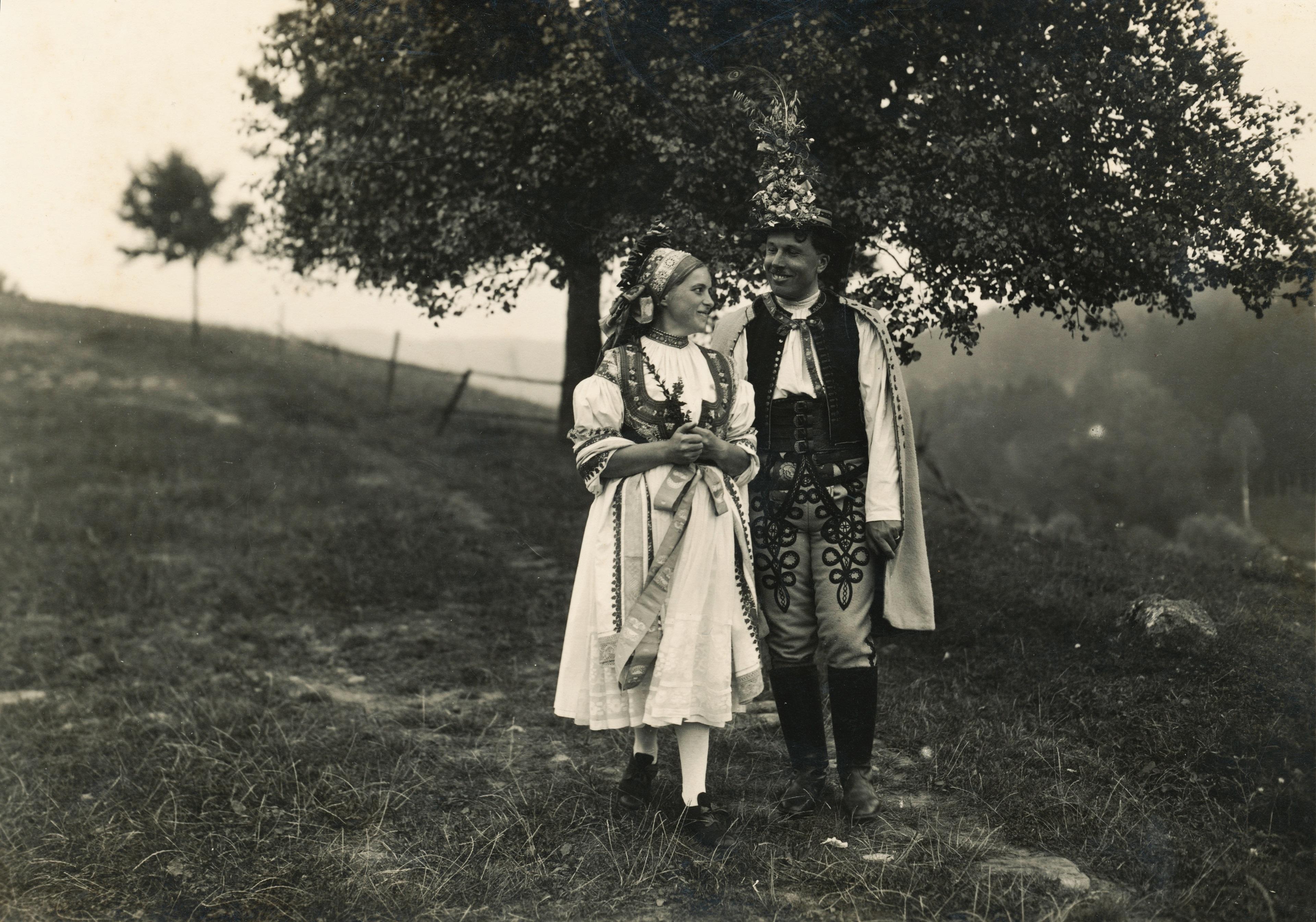 Andalgó ifjú pár (fotó: Fortepan/Schermann Ákos)