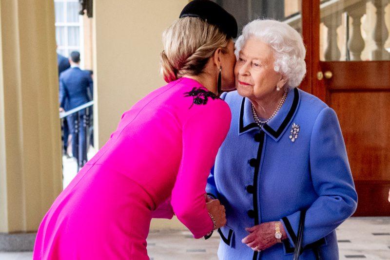 Máxima arcon csókolta a királynőt (Fotó: Patrick van Katwijk/Getty Images)
