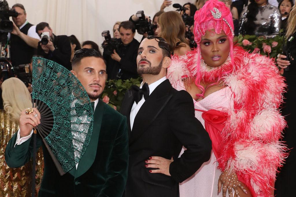 Char DeFrancesco, Marc Jacobs és Lizzo a 2019-es Met-gálán (Fotó: Taylor Hill/FilmMagic/Getty Images)