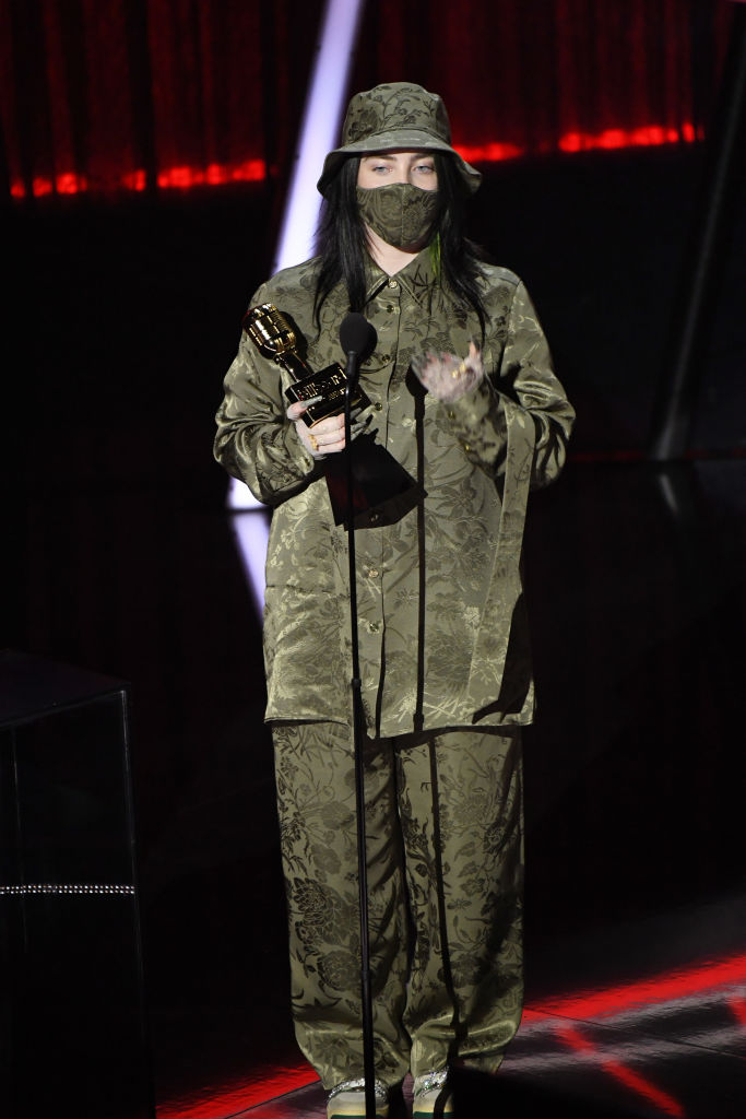 Billie Eilish ruhája Billboardon