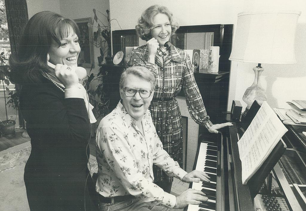 Próba Stuart Hamilton zenei rendezővel, jobbra Patricia Hamilton