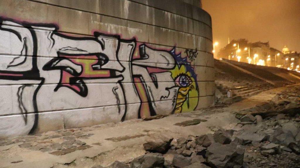 Graffiti az Erzsébet hídon