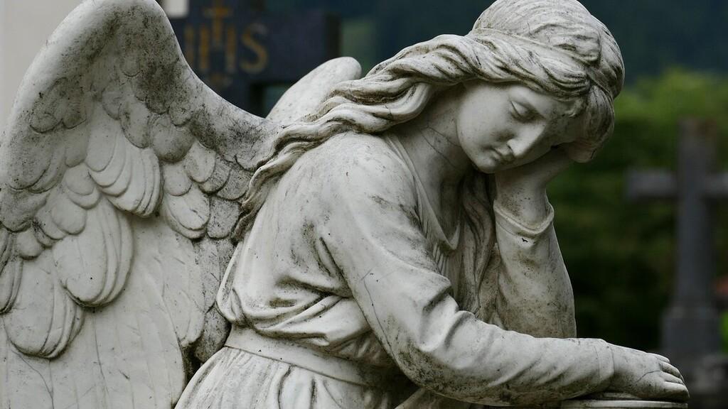 Így lesznek nyitva a temetők halottak napján, de elmaradnak a közös megemlékezések