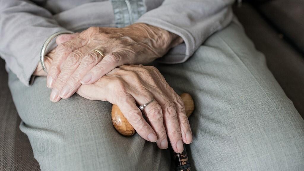 93. évesen kapott középiskolai oklevelet, mert feláldozta tanulmányait a családjáért