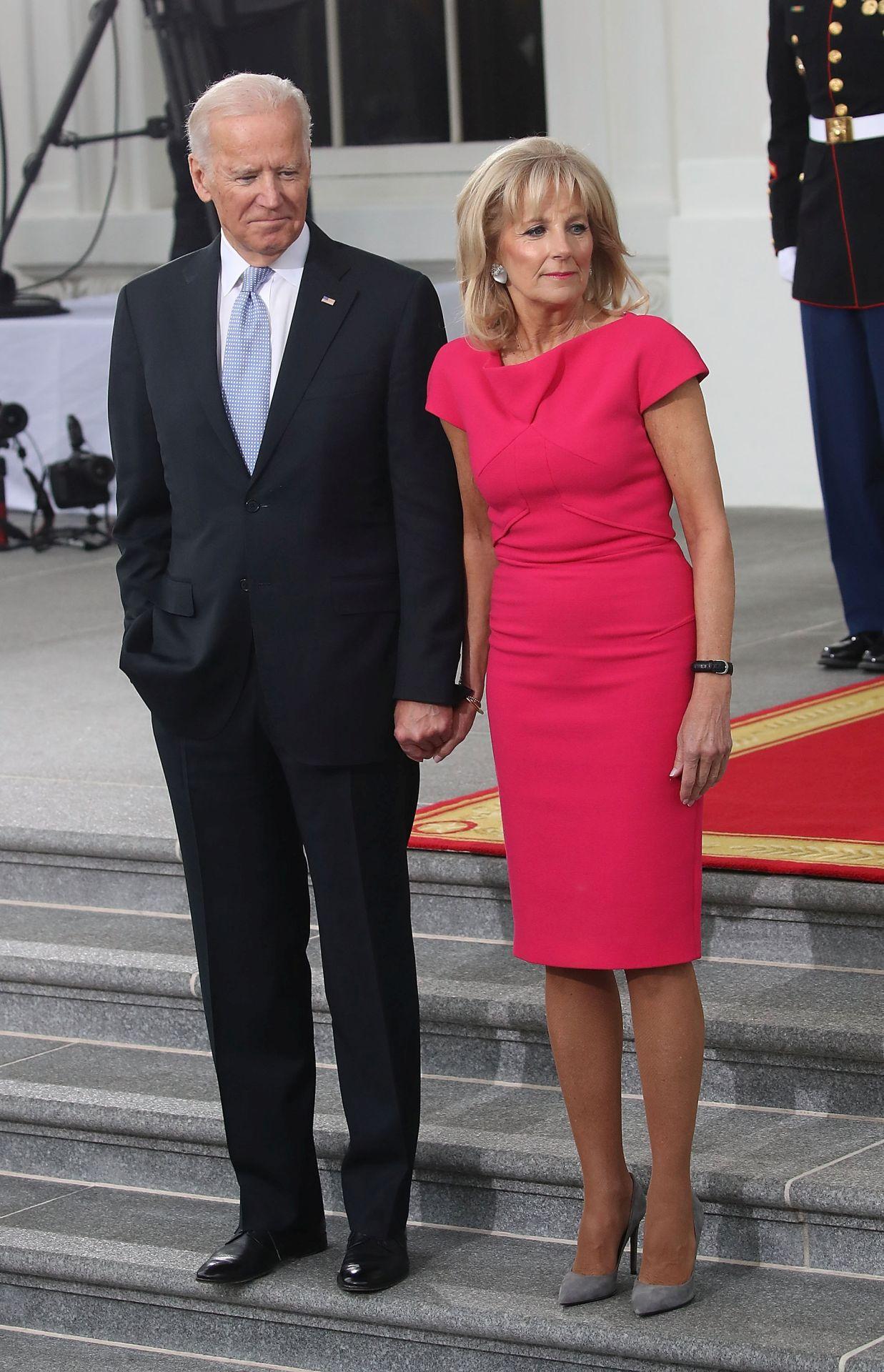 Klasszikus Jill Biden szett, ezúttal pinkben, 2017-ből.