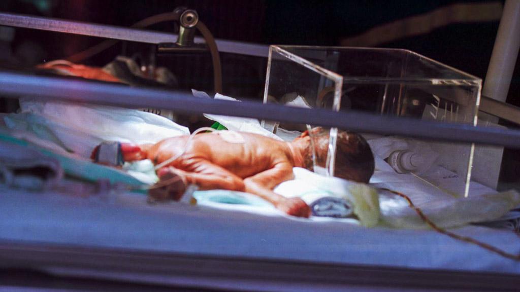 koraszülött inkubátorban