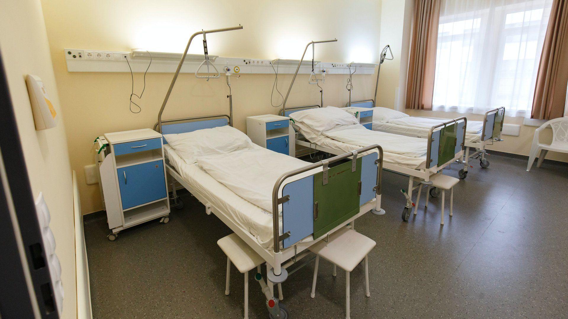 Kórházi ágyak