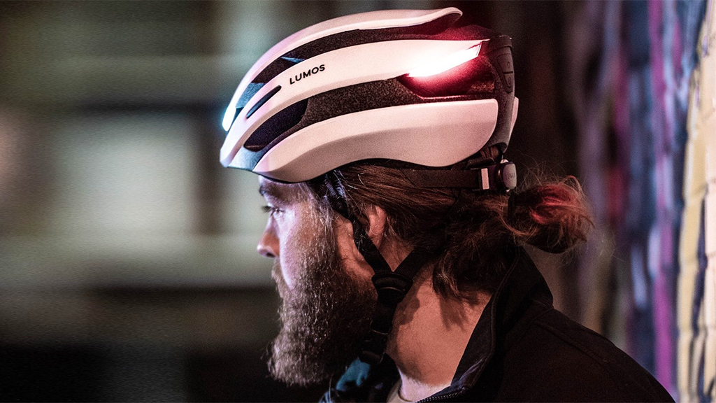 Intelligens biciklis bukósisakot fejlesztettek